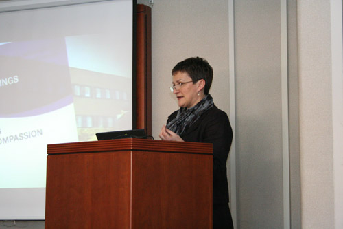 Jill Maben delivering her talk in front of an audience of attentive SON faculty and students.
